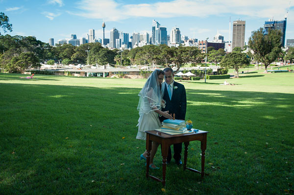 sydney skyline book wedding cake