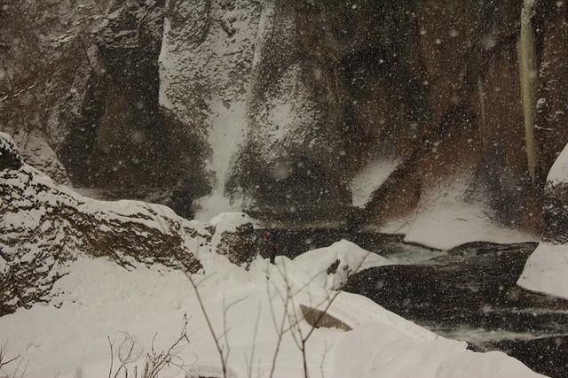 吹き割りの滝_10
