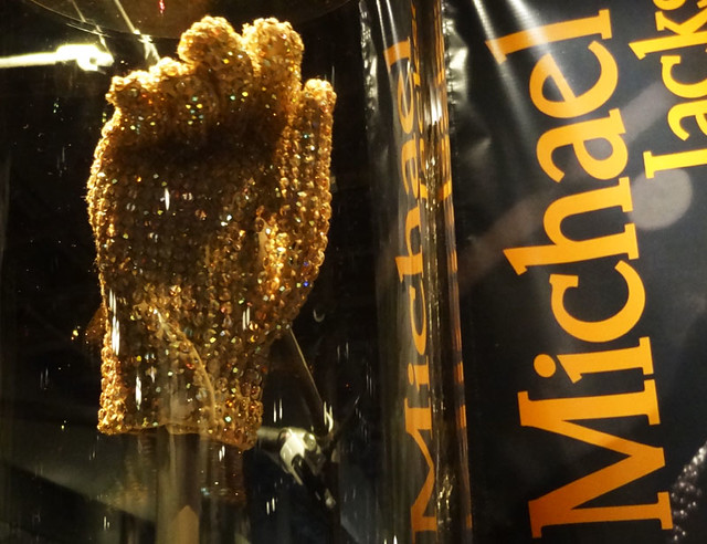 michael-jackson-sequin-glove rock hall images