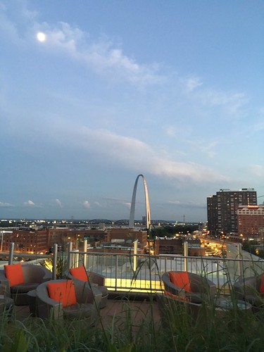 Four Seasons terrace and the St. Louis Arch with an almost full moon