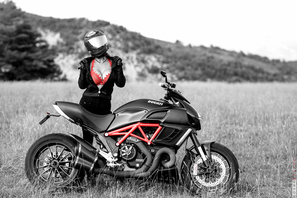 fae8def12 Ducati Diavel 2011. Cervin Seduction couture