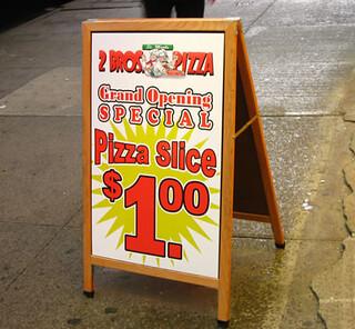 Cartel de 2Bros Pizza (Nueva York)