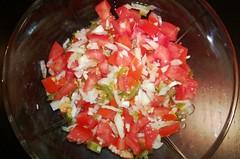Tomatsalat med løg og chili