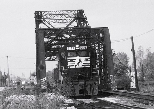 Southbound Norfolk Southern Railroad light engine movement.  Chicago Illinois.  Early November 1989. by Eddie from Chicago