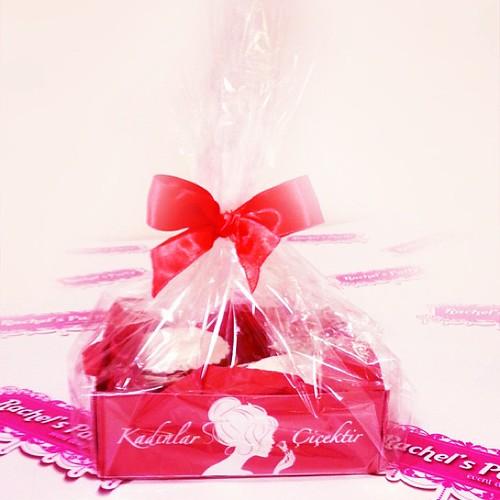 Ozel bir sirket icin hazirlagimiz ozel tasarimli kutusunda cupcakeler @rachelsparty by l'atelier de ronitte