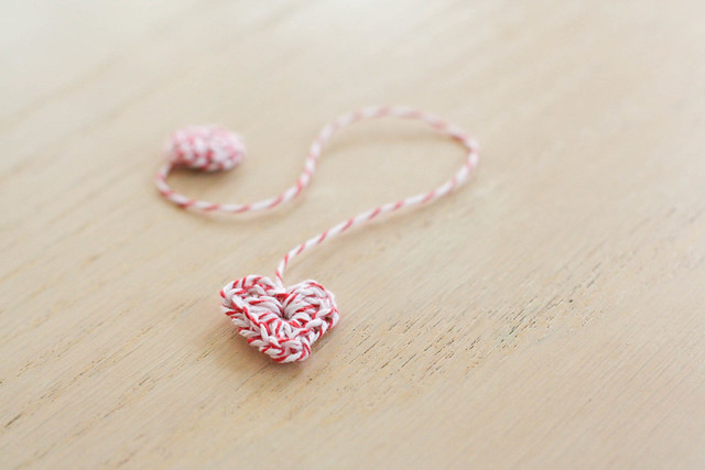 DIY bakers twine heart bookmark | yourwishcake.com