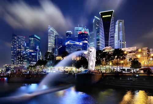 [フリー画像素材] 建築物・町並み, 都市・街, ビルディング, 夜景, マーライオン, 風景 - シンガポール, オブジェ・モニュメント ID:201304021600