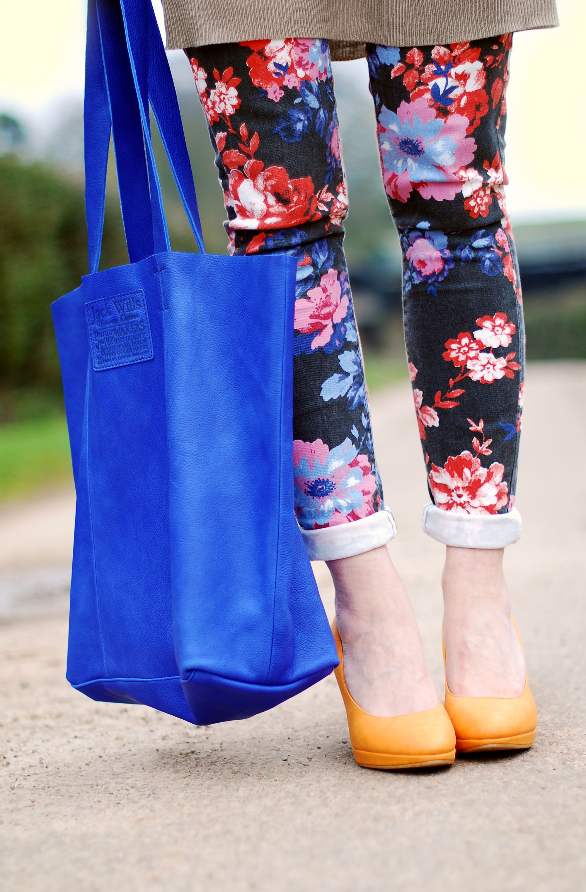 Cobalt blue tote, floral jeans & tangerine heels