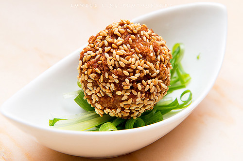 Deep Fried Sesame Chicken Balls (酥炸芝麻雞球)