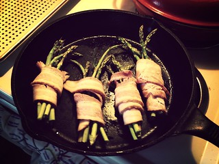 Asparagus sheaves wrapped in bacon