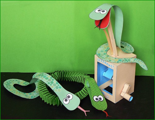 Snake, paper automata, + 2 Versions