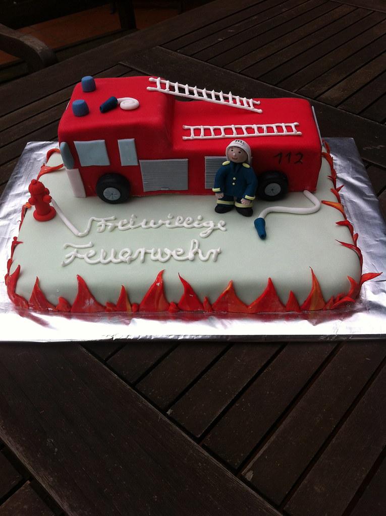 Feuerwehrtorte Hilfe Es Brennt Deko Aus Fondant Rettes Cakes