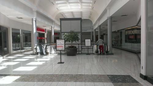 Ward Parkway Center - Kansas City, Missouri - Multi Use Area