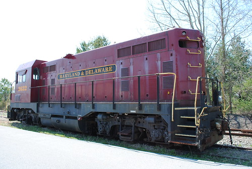 railroad train tracks locomotive trainengine selbyville marylandanddelawarerailroad emdcf7 locomotive2632