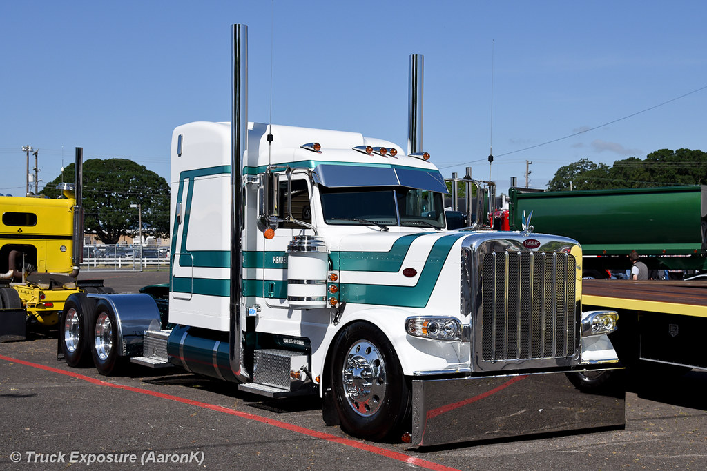Custom Peterbilt 389 - KUSTOMTRUCK.COM   389 Peterbilt Show Trucks