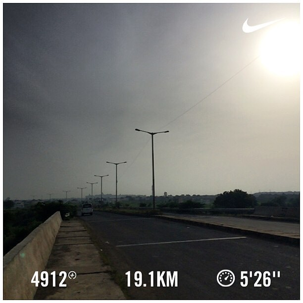 Bangalore Half Marathon 2016 training day #24. A mammoth progression run. End of week #3. #nikeplus #nikerunning #werun2016 #werunkalaburagi #hmtraining #progressionrun #phew #nofilter #longdistancerunning