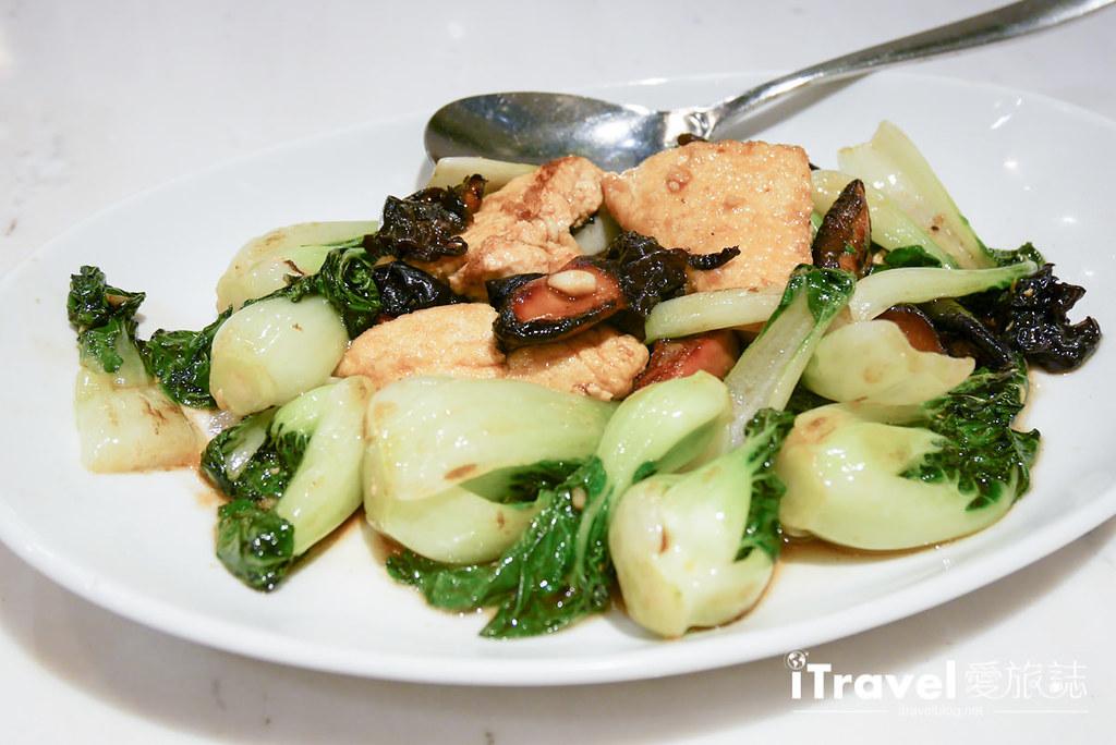 《曼谷餐厅推荐》曼谷金鸡泰国菜馆 Lukkaithong Royal Cooking,同场加映泰奶口味香蕉煎饼。