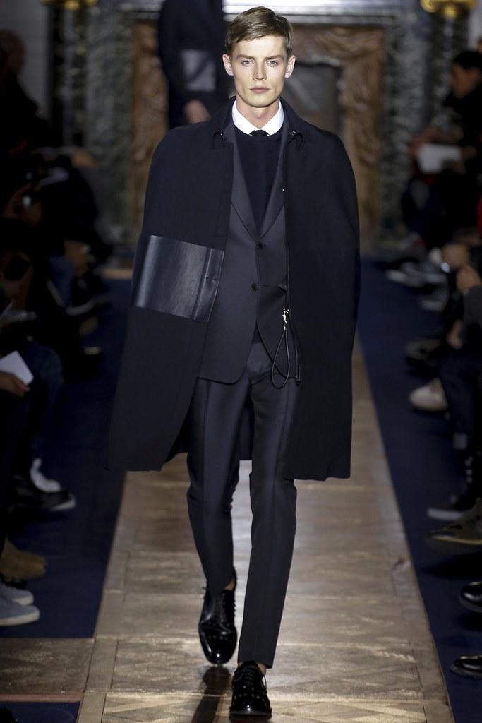 Janis Ancens3085_FW13 Paris Valentino(VOGUE)
