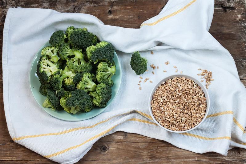 Insalata di farro, broccoli e parmigiano