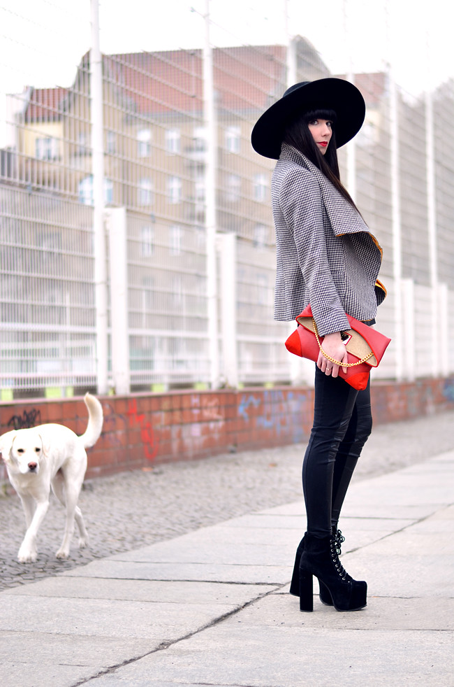 HariTHanD Black Hat Red Clutch Hollywood look Blog 11