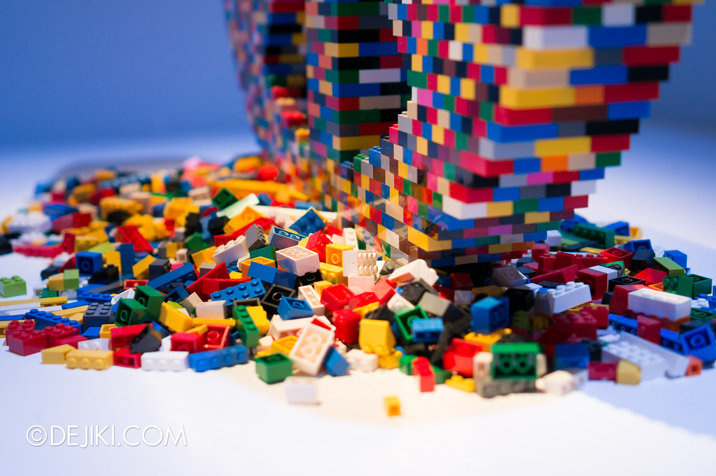 Art of The Brick - Peace detail