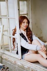 [フリー画像素材] 人物, 女性 - アジア, 女性 - 座る, 窓 ID:201303082200