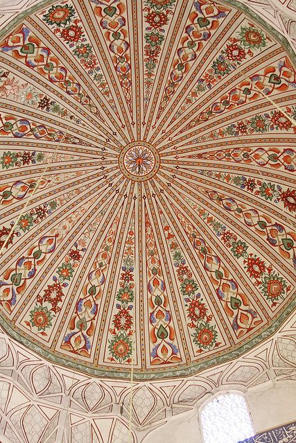 Delicately painted dome of Üç Şerefeli Mosque, Edirne, Turkey エディルネ、ユチュ・シェレフェリ・モスクのドームの繊細な天井画