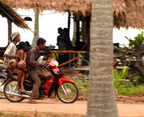 חמישה על אופנוע אחד. קו ג'אם 2009