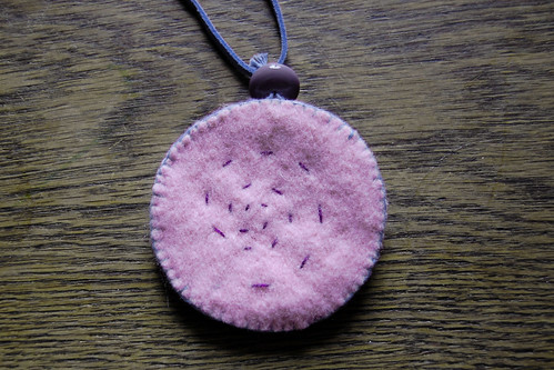 Felt pendant necklace - back
