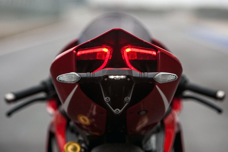 2013-ducati-1199-panigale-r-official-pictures-photo-gallery_12