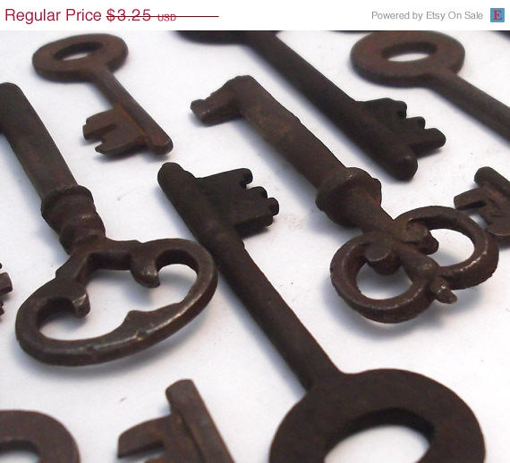 Ring In The Steampunk Decor To Pimp Up Your Home: SALE Very Rusty Antique Skeleton Key Vintage Ornate Metal