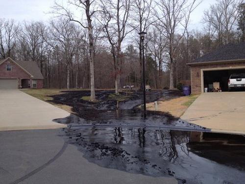 Экологическая катастрофа в США: из нефтепровода Exxon вылилось 80 тыс. галлонов нефти