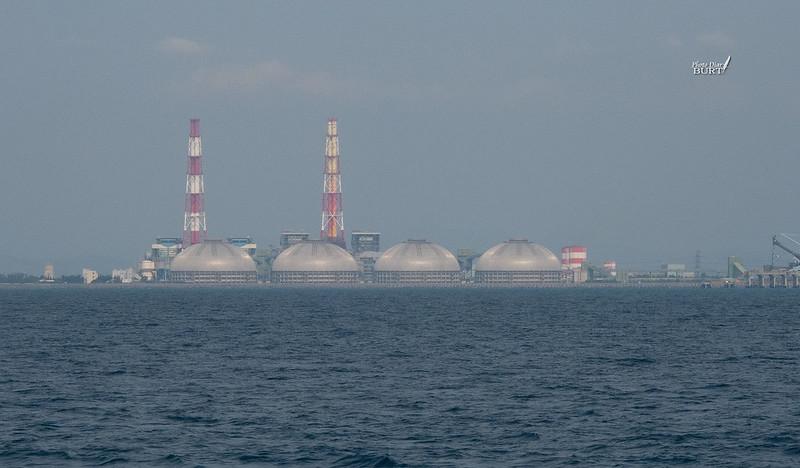 海上的天然氣儲存槽