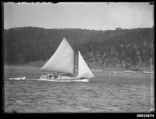 Sloop under sail at Pittwater