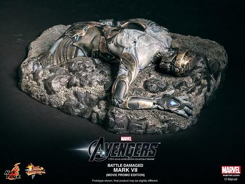 Hot-Toys-Battle-Damaged-Iron-Man-Mark-VII-009