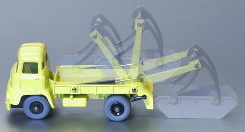Dinky Toys No. 966 Leyland Super Comet Marrel Multi-Bucket Unit action