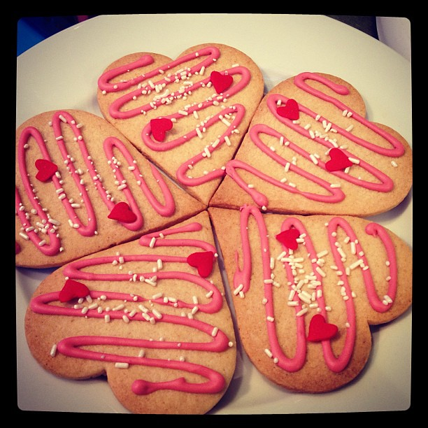 Rose and Raspberry Valentine's Cookies #love #valentinesday #sweetsforyoursweetie