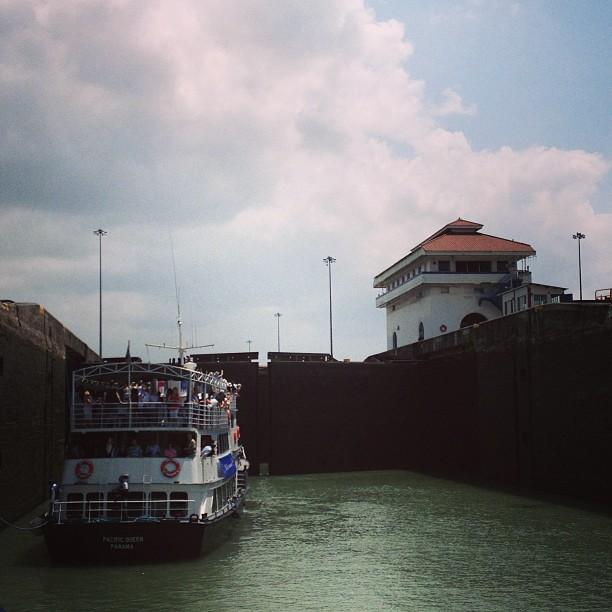 Dentro da eclusa de Pedro Miguel, #canal do #panamá
