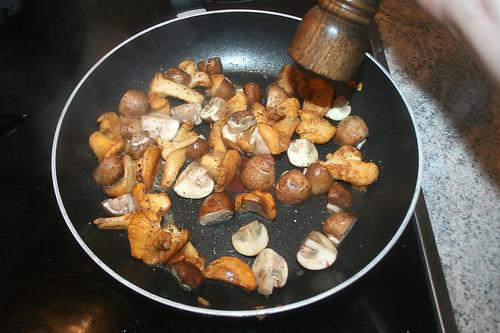 42 - Pilze anbraten & würzen / Roast & taste mushrooms