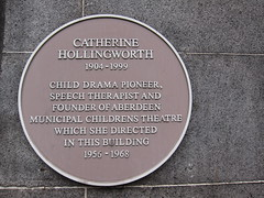 Photo of Catherine Hollingworth and Aberdeen Municipal Childrens Theatre yellow plaque