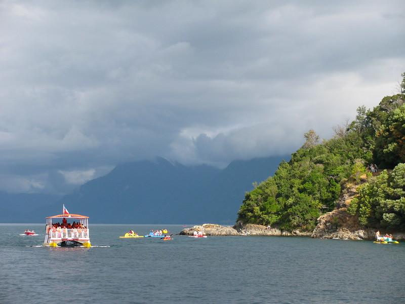 El catamarán en Lican Ray