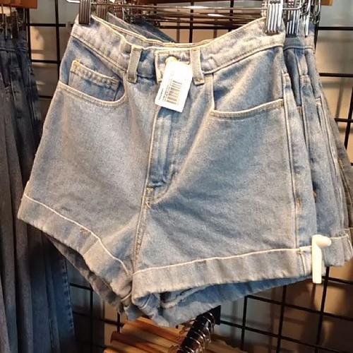 Mom shorts are back. #americanapparel