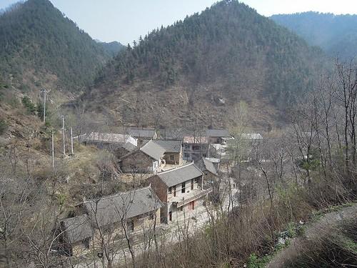 山あいの村