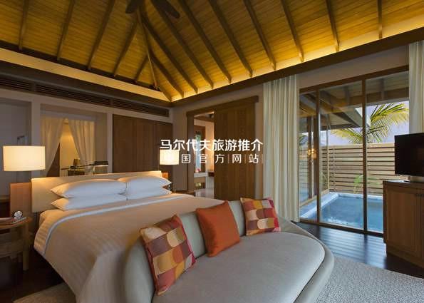 薇莉岛安纳塔拉酒店[Anantara Veli Resort]泳池水上别墅