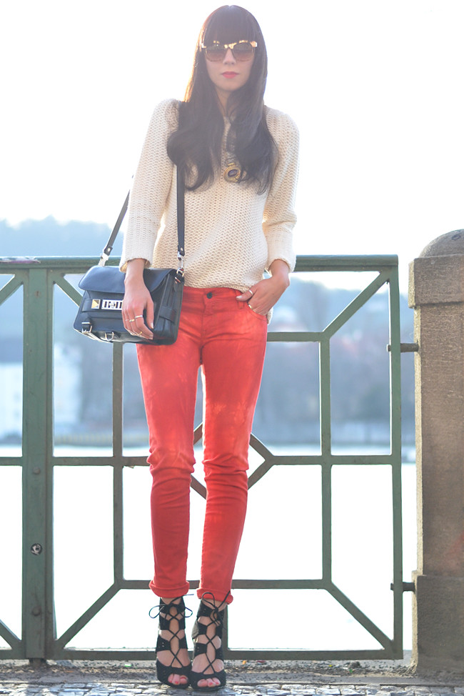 Sojeans Red Jeans Outfit Prague Fashion Blogger CATS & DOGS 10