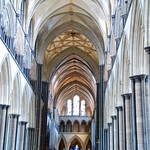 Salisbury Cathedral - A Magnificent Example of Early English Architecture With Vaulting Ambitions!