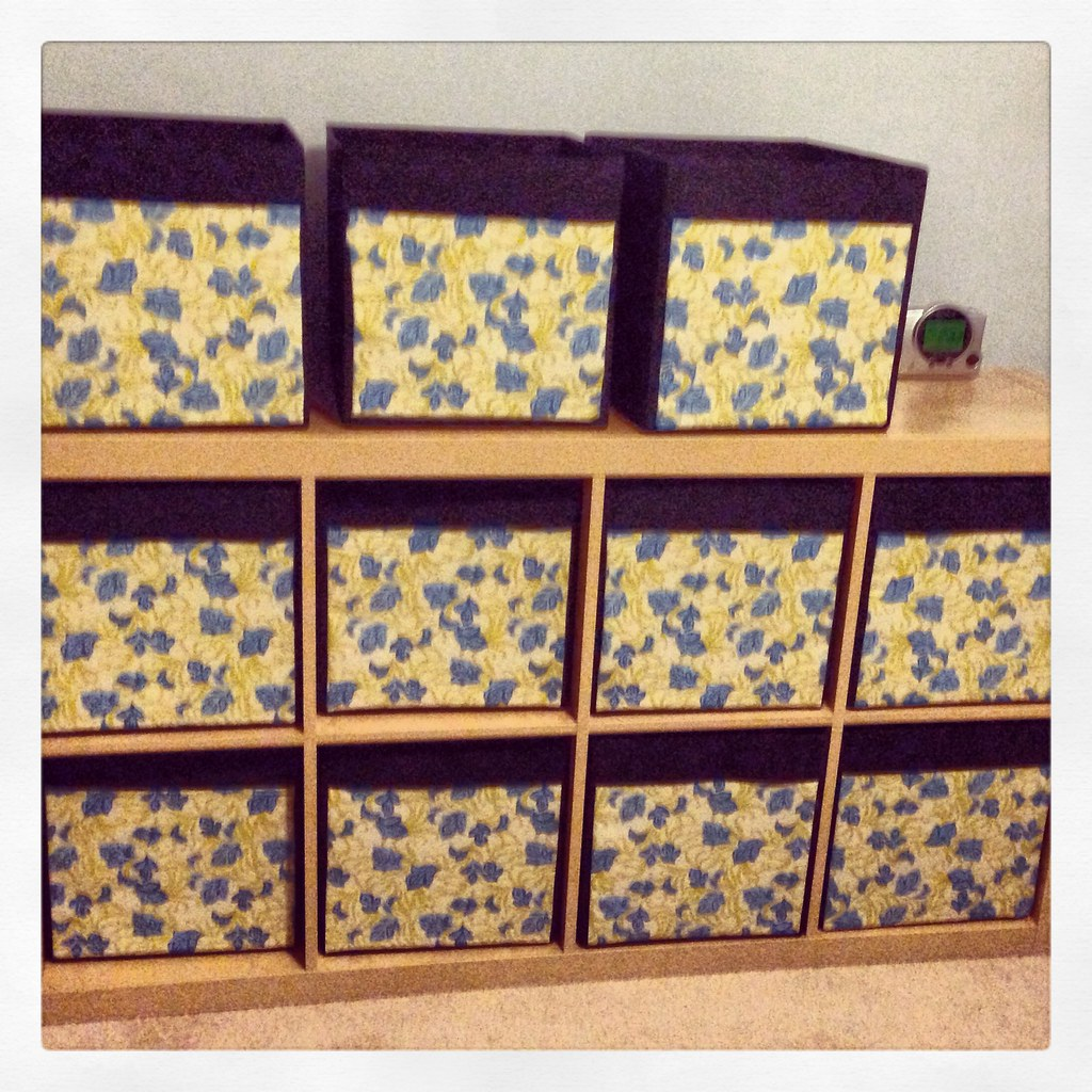 A4bats hacking ikea drona and expedit come home for Fabric drawers ikea expedit