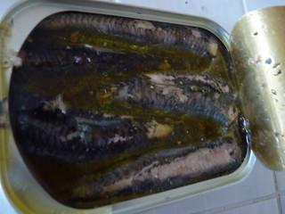 Filets d'anchois préparés comme des sardines à l'huile
