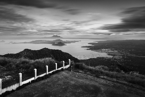 longexposure bw lake lines fence blackwhite philippines shift tilt tagaytay cavite taalvolcano leadinglines moodysky taalvistahotel tagaytaycity calabarzon canoneos5dmarkiii canontse24mmf35lii singhrayreversendgradfilter canongpsreceivergpe2