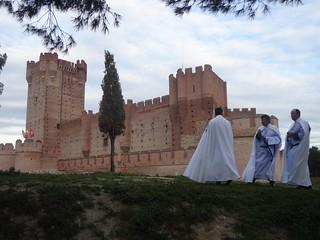 Frente al Castillo.